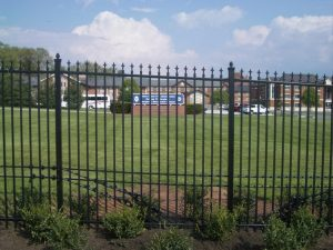3 Reasons to Install a Commercial Fence