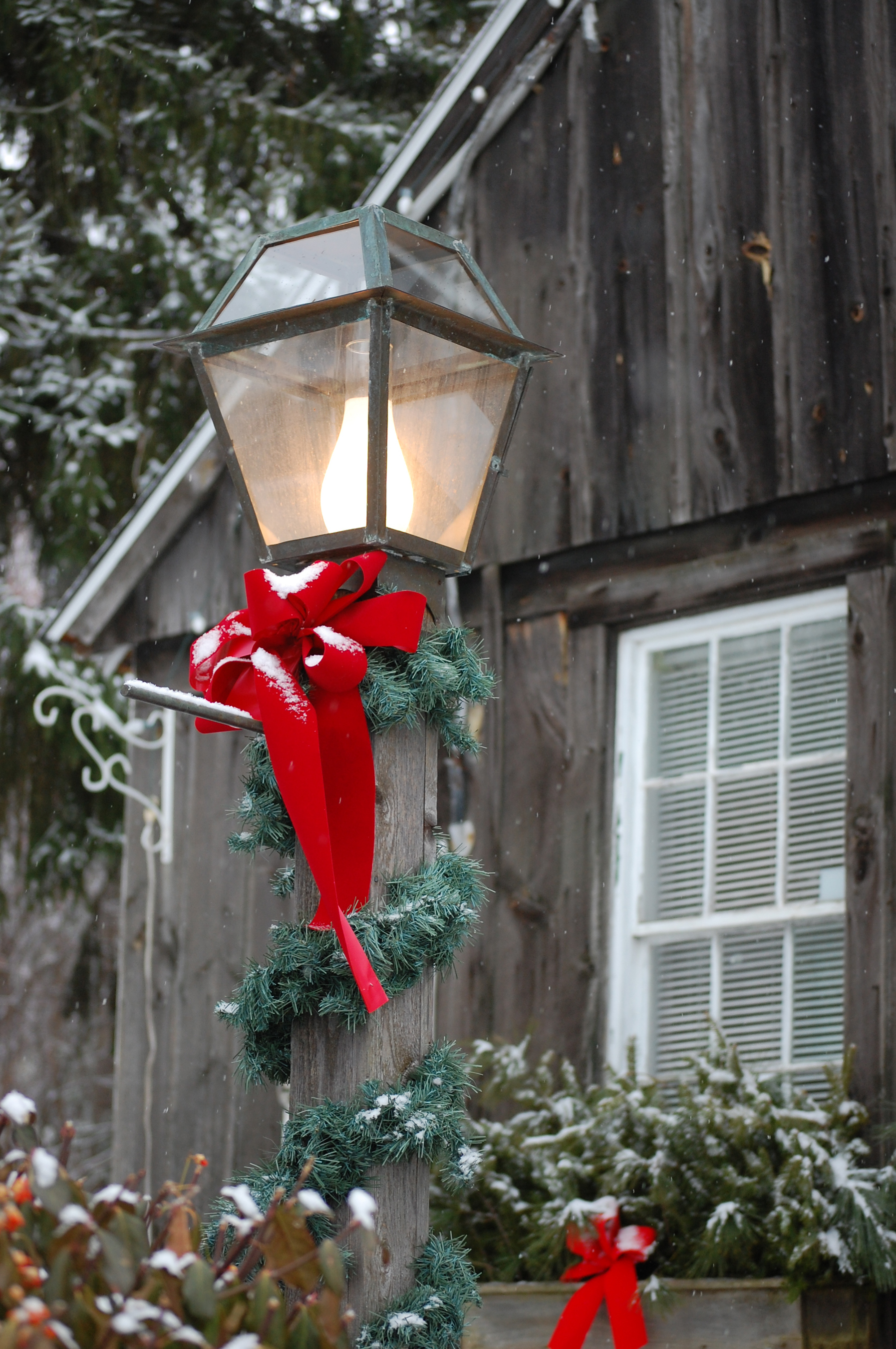 Get In The Ho Ho Ho Liday Cheer With Christmas Fence Decorations Hercules Fence Virginia Beach